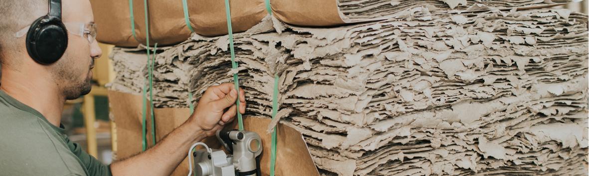 Aqui na Revita, recicladora de embalagens cartonadas (longa vida), através da reciclagem, damos vida a matéria-prima chamada Revitacel.